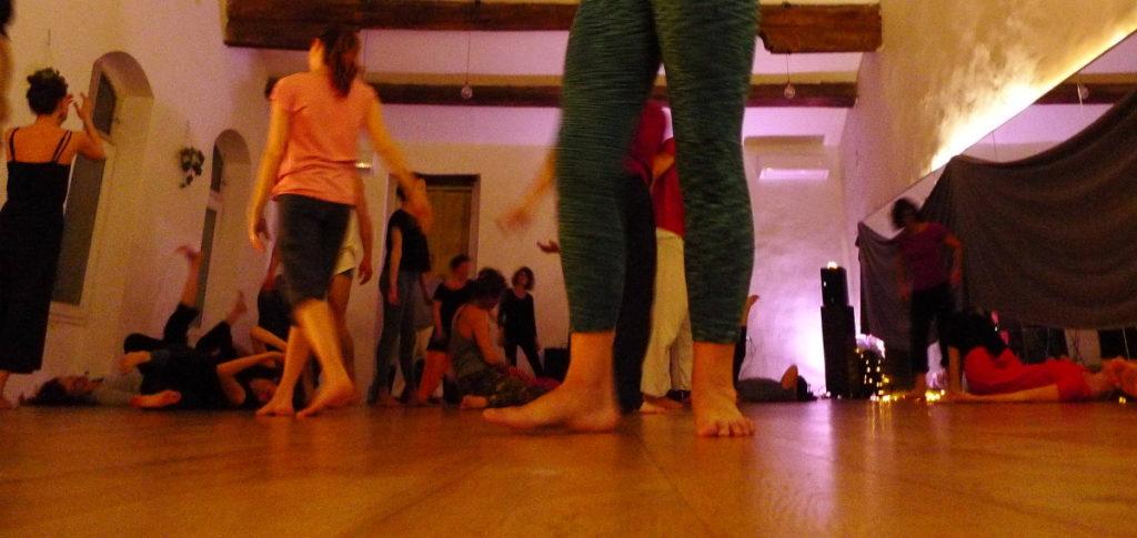 des gens qui dansent